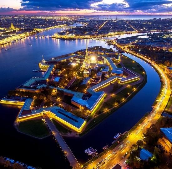 Страна внутри страны: о Петербурге первокурсникам